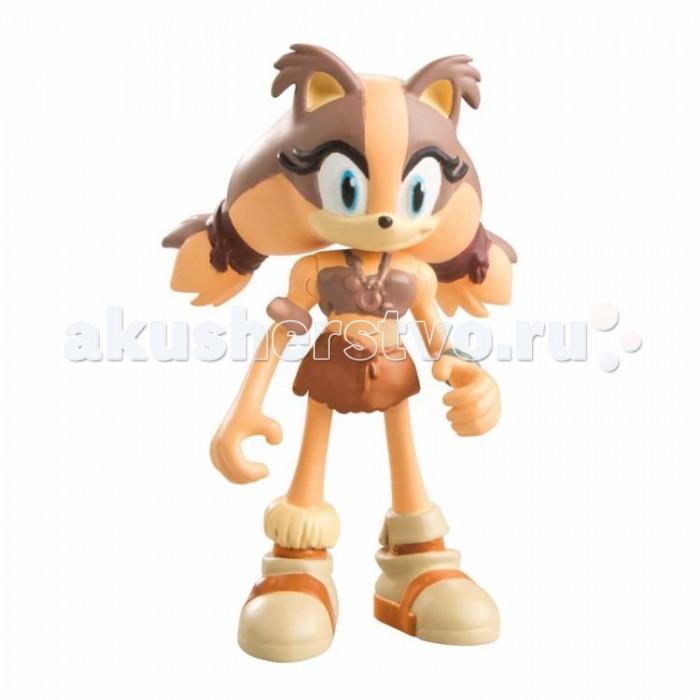 Sonic Boom Фигурка Стикс 7.5 смФигурка Стикс 7.5 смРыжая барсучиха Стикс – одна из главных персонажей мультфильма «Sonic Boom». Очень обаятельная, но недоверчивая и даже несколько подозрительная героиня, большую часть своей жизни прожившая в полном одиночестве в джунглях, вдали от цивилизации, шума городов и технического прогресса. Благодаря долгому отшельничеству,   Стикс отлично ориентируется в лесу, умеет создавать различное оружие из дерева и блестяще владеет им. Еще одной её отличительной чертой является способность имитировать голоса птиц. Несмотря на то, что ей довольно сложно адаптироваться в обществе, она всегда готова помочь друзьям раскрыть преступные планы злодеев.  Основой для мультсериала Соник Бум стала серия культовых видеоигр 90-х годов «Ёж Соник» (Sonic the Hedgehog). Необычный внешний вид и сверхспособности персонажей завоевали всемирную популярность среди детей и взрослых, благодаря чему Соник и его друзья до сих пор являются узнаваемыми и любимыми героями нескольких поколений людей. Сегодня Вы можете порадовать Ваших детей замечательными игрушками от всемирно известной компании Tomy, созданными по мотивам игр и мультфильмов о Сонике.  Игрушечная фигурка, выполненная в виде барсучихи Стикс, выглядит точно также как в мультсериале. Высота игрушки 7.5 см. Фигурка изготовлена из высококачественной пластмассы, имеет несколько точек артикуляции (подвижные ручки, ножки, голова). Упакована в красочную коробку-блистер с изображением Соника, главного героя серии.<br>