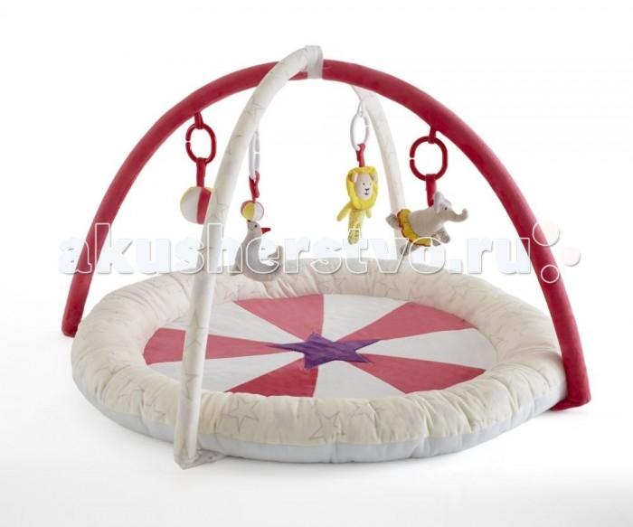 Развивающий коврик Tutti Bambini Helter SkelterHelter SkelterУютный детский коврик Tutti Bambini непременно станет любимым местом для игр Вашего малыша. Мягкие бортики и подкладка коврика обеспечат комфорт и удобство, на двух съёмных дугах – подвесные велюровые игрушки, которые помогут ребёнку проводить время на коврике увлекательно и полезно. Игрушки отличаются по цвету, размеру, форме и наполнителю, благодаря чему малыш сможет тренировать мелкую моторику и зрительные рефлексы, различать тактильные ощущения.   Основные характеристики:  развивающий игровой коврик;  мягкий и комфортный для малыша;  соответствует всем британским стандартам безопасности в производстве детских товаров;  подходит для малышей с рождения;  две съёмные дуги с мягкими подвесными игрушками;  диаметр коврика – 90 см;  высота дуг – 45 см.   Развивающие функции коврика:  стимулирует зрительные рефлексы;  развивает мелку моторику;  укрепляет ключевые мышцы рук, шеи и спины ребёнка;  помогает в формировании правильной осанки;  стимулирует развитие воображения у малыша.<br>