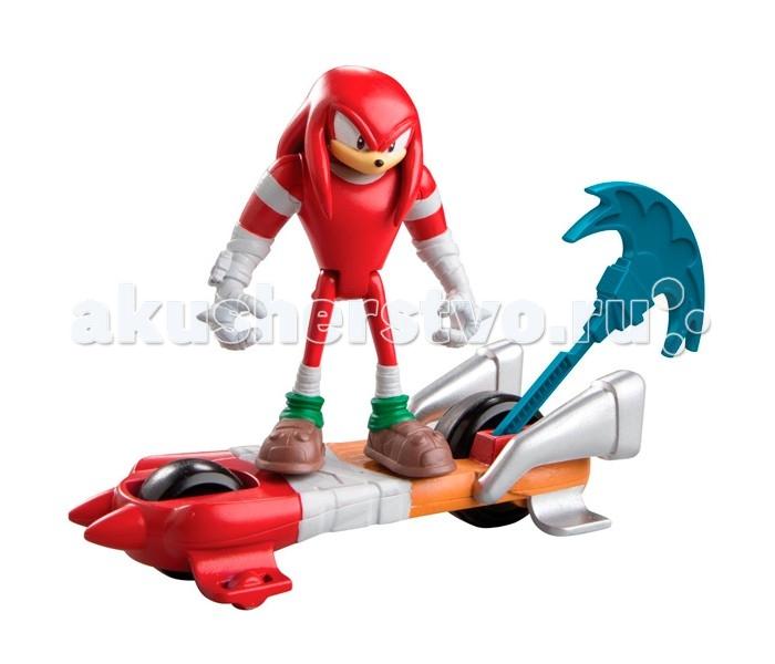 Sonic Boom Пусковое устройство с фигуркой 7.5 см НаклзПусковое устройство с фигуркой 7.5 см НаклзОтличный игровой набор, который по достоинству оценит не только поклонник серии культовых видеоигр «Sonic the Hedgehog» или мультсериала Sonic Boom, но и любой ребенок, который любит яркие веселые и интересные игрушки.   В набор комплекта входит фигурка одного из главных героев серии, красной ехидны Наклза, высотой 7.5 см, транспортное средство – скейтборд, а также пусковое устройство, приводящее транспорт в движение. С этим игровым набором ребенок сможет придумывать и разыгрывать свои собственные приключения героев «Соник Бума».  Наклз – красная ехидна, самый сильный герой серии игр, комиксов и мультфильмов Sonic the Hedgehog. Он очень серьёзен, целеустремлен, предан друзьям, несмотря на извечное соперничество за обладание звания «лучшего героя» с Соником.   Не исключено, что Наклз силен настолько же, насколько Соник быстр. Наклз обладает не только невероятной силой, но и сверхспособностью парить в воздухе. Однако он очень доверчив, а потому часто бывает обманут коварным злодеем доктором Эггманом (главным антагонистом мультфильма).<br>