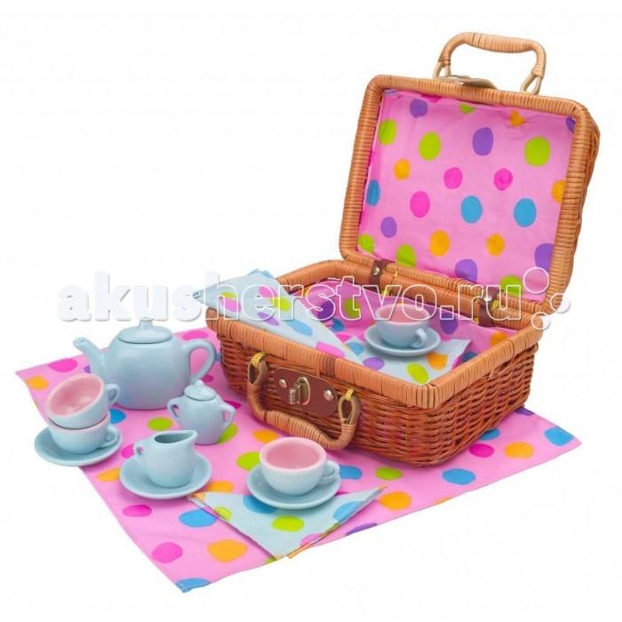 Alex Чайный сервиз Горошек в плетеном чемоданчике 18 предметовЧайный сервиз Горошек в плетеном чемоданчике 18 предметовШикарный чайный сервиз упакован в удобный плетеный чемоданчик, который имеет изящный позолоченный замок. Хороший подарок молодой хозяйке.   В наборе: чайный сервиз из фарфора (заварной чайник, молочник с блюдцем, сахарница, 4 чашки с блюдцами), скатерть в горошек и салфетки.<br>