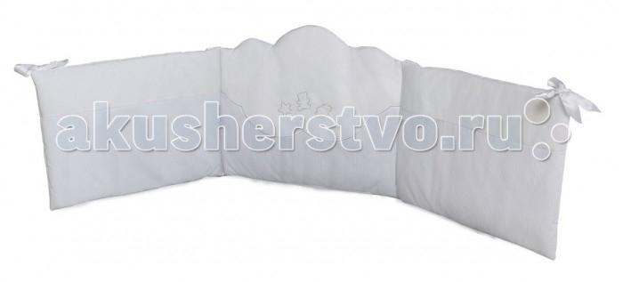 Бампер для кроватки Micuna Juliette 120х60Juliette 120х60Micuna Бортики: комфорт и элегантность   Коллекция текстиля для детской комнаты от испанской компании Micuna создана из натурального хлопка самой тонкой выделки. Нежная, гипоаллергенная ткань благоприятна для кожи малышей. Она легко стирается и быстро сохнет. Наполнитель мягких бортиков – холлофайбер – состоит из пустотелых полиэстеровых волокон, скрученных в форме пружин. Обеспечивает лучшую, чем синтепон, теплоизоляцию и меньше слёживается. Текстиль Micuna – гарантия настоящего качества.   Основные характеристики:  мягкие бортики в изголовье детской кровати;  материал: 50% хлопок, 50% полиэстер;  наполнитель: холлофайбер;  гипоаллергенные материалы и краски;  идеально подходят для кроватки Micuna 120х60.<br>