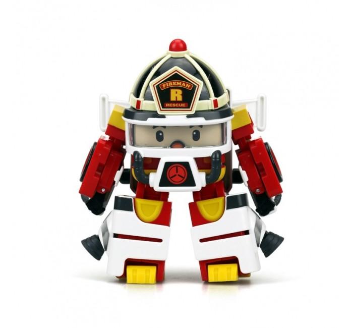 Robocar Poli Рой трансформер 10 см + костюм астронавтаРой трансформер 10 см + костюм астронавтаРой трансформер + костюм астронавта – яркий и интересный герой популярного среди ребятни мультфильма о робокарах. Из пожарной машинки Рой с легкостью трансформируется в шагающего робота и наверняка поразит своего обладателя максимальным сходством с мультяшным прототипом. В наборе есть дополнительный костюм астронавта для героя, который поможет здорово разнообразить игру, ведь теперь Рой сможет отправиться даже на Луну и выполнять там работу спасателя. Рой трансформер подарит маленькому затейнику долгие часы веселой игры, потренирует мелкую моторику, разовьет образное мышление и воображение.  Основные характеристики:   Размер упаковки: 11 x 17 x 15 см Высота трансформера: 10 см Вес: 0,36 кг<br>