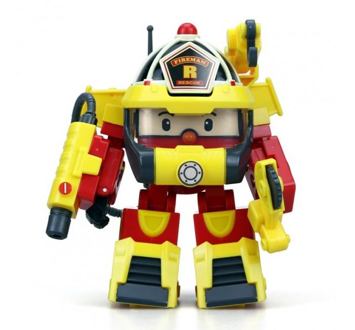 Robocar Poli Рой трансформер 10 см + костюм супер пожарногоРой трансформер 10 см + костюм супер пожарногоРой трансформер + костюм супер пожарного – отлично детализированная фигурка героя популярного мультфильма, которая приведет в неописуемый восторг фанатов Robocar. Рой-пожарная машина легко передвигается по ровной твердой поверхности и поспешит на помощь каждому нуждающемуся. Если спасательная операция требует особой мобильности, тогда машинка путем несложных манипуляций превращается в робота, в руки которого можно вложить дополнительные тематические аксессуары пожарного, чтобы сделать игру еще более увлекательной и динамичной. Ваш малыш будет с удовольствием играть с Роем, развивая воображение, образное мышление и мелкую моторику.  Основные характеристики:   Размер упаковки: 11 x 15 x 17 см Высота трансформера: 10 см Вес: 0,36 кг<br>