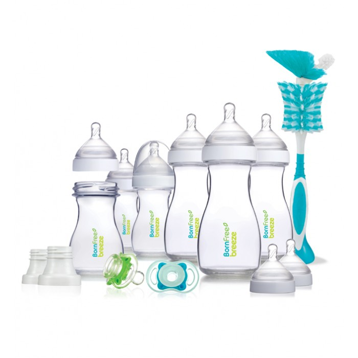 BornFree Подарочный набор Breeze Delux пластикПодарочный набор Breeze Delux пластикПодарочный набор BornFree Breeze Delux из пластика   В наборе:    пластиковые бутылочки (150 мл)  - 3 шт.  пластиковые бутылочки (260 мл)  - 3 шт.  адаптер к молокоотсосу - 2 шт.  соски для бутылочки с слабым потоком (уровень 1) - 3 шт.  соски для бутылочки со средним потоком (уровень 2) - 3 шт.  соски для бутылочки с сильным потоком (уровень 1) - 2 шт.  соска-пустышка Bliss (0-6 мес.) - 2 шт.  щетка для мытья бутылочек и сосок - 1 шт.  защитные колпачки - 6 шт.    Особенности:   Бутылочки состоят всего из двух частей. Удобно мыть и легко собирать.  Уникальная система вентиляции исключает появление симптомов колик.  Благодаря удобному колпачку удобно брать на прогулку или в поездку. Колпачок сохранит соску бутылочки в чистоте.   Легко совмещать грудное и искусственное вскармливание.  Правильно формирует прикус ребенка.  Ребенок не захлебывается при кормлении.  Бутылочки безопасны, не выделяют вредных веществ в содержимое бутылочки при нагревании.  Удобно держать маме и ребенку. Руки не устают при длительном кормлении.   Бутылочки Breeze от Born Free не содержат Бисфенол-А, фталаты и ПВХ.<br>