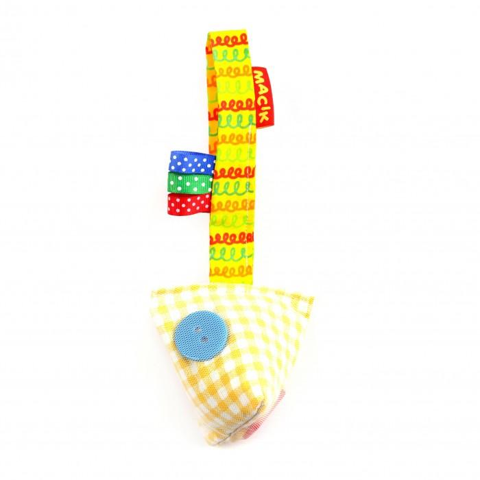 Подвесная игрушка Macik на липучке Пуговицына липучке ПуговицыЗабавную подвеску можно легко закрепить на коляске, кроватке, автокресле или к дугам развивающего коврика.  Вкусное колечко-звездочка, хрустящая подушечка с гремелкой и разнофактурные петельки.  Приятная и мягкая  на ощупь подвеска выполнена из натуральных слюновпитывающих материалов.<br>