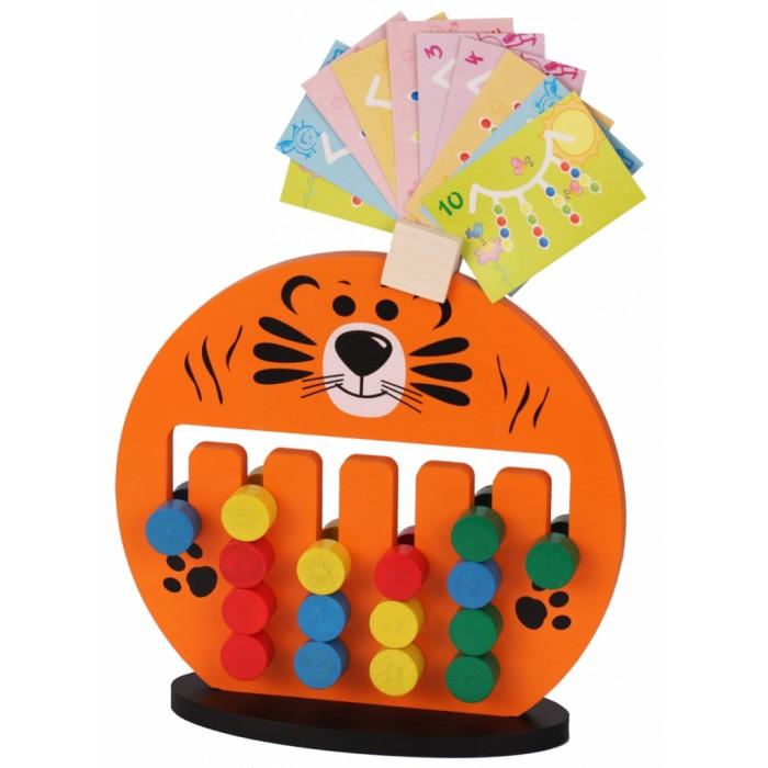 Деревянная игрушка Краснокамская игрушка Логическая игра ТигрёнокЛогическая игра ТигрёнокЖизнерадостный ярко-оранжевый «Тигренок» сможет стать отличной игрушкой для детей дошкольного возраста - и позволит провести время вместе не только весело и занимательно, но и с пользой.  В комплект входит: фигура «Тигренок» подставка карточки с заданиями  Внутри игрушки пролегают шесть прорезей - четыре подлиннее и две покороче. В них встроены цветные фишки, которые можно двигать, выстаивая из них определенные цветовые комбинации. Какие именно - подскажут карточки с заданиями, которые входят в комплект игры.   В заданиях разработчики учли особенности детей от 2 до 7 лет, а потому задания тщательно выверены - они не слишком сложные, но и не такие простые, а чтобы справиться с ними ребенку предстоит приложить определенные интеллектуальные усилия. Чтобы не забыть задание во время игры, можно будет закрепить карточку на голове тигренка - там для этого предусмотрено специальное место.  Производитель позаботился об удобстве - фигура стоит в надежной подставке, а рисунок на нее нанесен с двух сторон, да и сами фишки двухсторонние. Поэтому в сложных ситуациях, родители смогут дать совет своему чаду. Игрушка позволяет не только развить мелкую моторику, но и научить ребенка просчитывать возможные варианты, а также разовьет его логическое мышление.  Сделан «Тигренок» из хороших пород дерево (липа, ель) и окрашен акриловыми красками - яркими и жизнерадостными, но при этом безопасными для здоровья.<br>