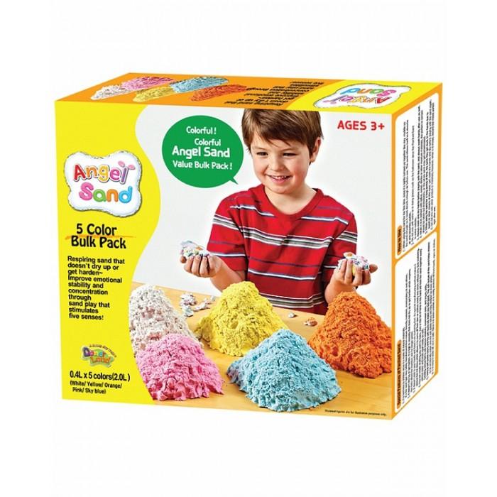 """Angel Sand Набор песка для игры и творчества 5-Color Pack на русском языкеНабор песка для игры и творчества 5-Color Pack на русском языкеAngel Sand Набор песка для игры и творчества 5-Color Pack на русском языке MA06011  ANGEL SAND - это воздушно-легкий песок нового поколения для игр и творчества. Он не высыхает и не затвердевает даже после многократного использования. Песок ANGEL SAND отлично лепится и при этом не липнет к рукам, а после увлекательной игры легко убирается. ANGEL SAND - это игра с песком без грязи!  В наборе: - Песок Angel Sand белый 0.4 л. - Песок Angel Sand желтый 0.4 л. - Песок Angel Sand розовый 0.4 л. - Песок Angel Sand голубой 0.4 л. - Песок Angel Sand оранжевый 0.4 л.  Свойства песка Angel Sand: - Нежный, воздушный, рассыпчатый и текучий. - Улучшает эмоциональное равновесие и концентрацию ребенка. - Во время игры увеличивается в объеме в 1,5-2 раза. - Легко формуется. - Не сохнет, не затвердевает. - Не прилипает к рукам. - Легко отряхивается, не оставляет грязи. - Смывается водой. - Не имеет запаха. - Антибактериальный. - Не портится.  Самый легкий песок в мире! Экономия 30-50% по сравнению с аналогами при том же объеме! Изготовлен из натуральных компонентов с добавлением 3% увлажняющего масла Песок водорастворимый, поэтому легко смывается при уборке, а в случае проглатывания просто выводится из организма с помощью воды. Безопасен. Не токсичен. Сертифицирован ЕАС, СЕ, ASTM. Соответствует требованиям ТР ТС """"О безопасности игрушек"""".  Условия хранения: Хранить при температуре от -25C до +40C и относительной влажности 30-70%. Срок службы: в течение срока годности. Срок годности: 5 лет.<br>"""