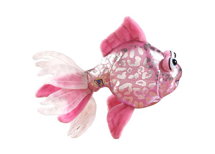 Мягкая игрушка Ganz Розовая рыбка 12,7 смРозовая рыбка 12,7 смМягкая игрушка Ganz Розовая рыбка 12,7 см непременно понравится детям. Игрушечная рыбка выполнена из текстиля, а внутри имеется мягкий наполнитель. Игрушка невероятно похожа на настоящую рыбку, а отличает ее лишь необычный окрас, не свойственный морским обитателям.   Это самая настоящая золотая рыбка. Она исполнит любое ваше желание в Мире Вебкинз!   Рекомендуемый возраст - от 3х лет.  Размер мягкой игрушки- 12,7 см<br>