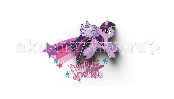 Светильник 3DlightFX Пробивной мини 3D My Little Pony-Twilight SparkleПробивной мини 3D My Little Pony-Twilight SparkleПробивной мини 3D светильник My Little Pony-Twilight Sparkle Безопасный: без проводов, работает от батареек (2хААА, не входят в комплект); Не нагревается: всегда можно дотронуться до изделия; Реалистичный:3D наклейка в комплекте; Фантастический: выглядит превосходно в любое время суток; Удобный: простая установка (автоматическое выключение через полчаса непрерывной работы). Товар предназначен для детей старше 3 лет. ВНИМАНИЕ! Содержит мелкие детали, использовать под непосредственным наблюдением взрослых.   Основные характеристики:   Размеры: 0,165 х 0,14 х 0,036 м Вес: 0,17 кг<br>
