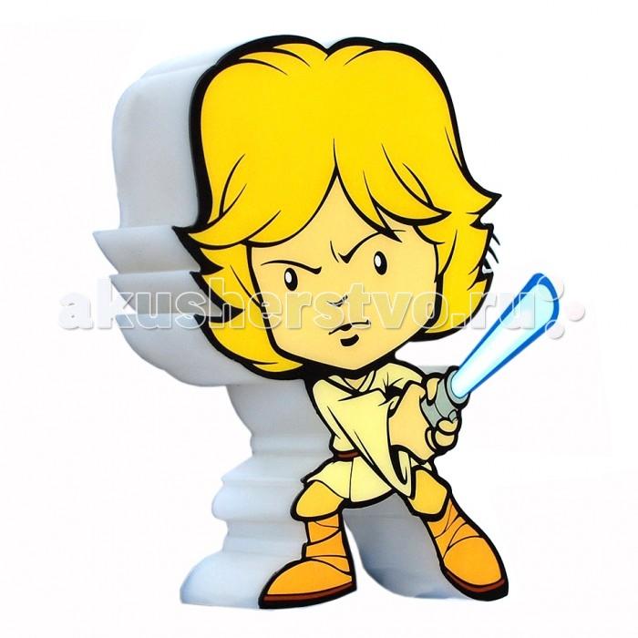 Светильник 3DlightFX Пробивной мини 3D StarWars (Звёздные Войны) Luke Skywalker (Люк Скайуокер)Пробивной мини 3D StarWars (Звёздные Войны) Luke Skywalker (Люк Скайуокер)Пробивной мини 3D светильник StarWars (Звёздные Войны) Luke Skywalker (Люк Скайуокер). Безопасный: без проводов, работает от батареек (2хААА, не входят в комплект); Не нагревается: всегда можно дотронуться до изделия; Реалистичный:3D наклейка в комплекте; Фантастический: выглядит превосходно в любое время суток; Удобный: простая установка (автоматическое выключение через полчаса непрерывной работы). Товар предназначен для детей старше 3 лет. ВНИМАНИЕ! Содержит мелкие детали, использовать под непосредственным наблюдением взрослых.   Основные характеристики:   Размеры: 16.9 х 16 х 4.1 см Вес: 0,18 кг<br>