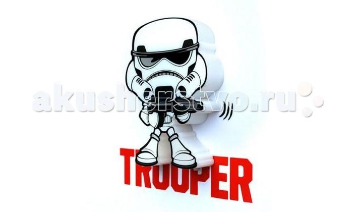 Светильник 3DlightFX Пробивной мини 3D StarWars (Звёздные Войны) Stormtrooper (Штормтрупер)Пробивной мини 3D StarWars (Звёздные Войны) Stormtrooper (Штормтрупер)Пробивной мини 3D светильник StarWars (Звёздные Войны) Stormtrooper (Штормтрупер). Безопасный: без проводов, работает от батареек (2хААА, не входят в комплект); Не нагревается: всегда можно дотронуться до изделия; Реалистичный:3D наклейка в комплекте; Фантастический: выглядит превосходно в любое время суток; Удобный: простая установка (автоматическое выключение через полчаса непрерывной работы). Товар предназначен для детей старше 3 лет. ВНИМАНИЕ! Содержит мелкие детали, использовать под непосредственным наблюдением взрослых.  Основные характеристики:   Размеры: 16.9 х 16 х 4.1 см Вес: 0,17 кг<br>