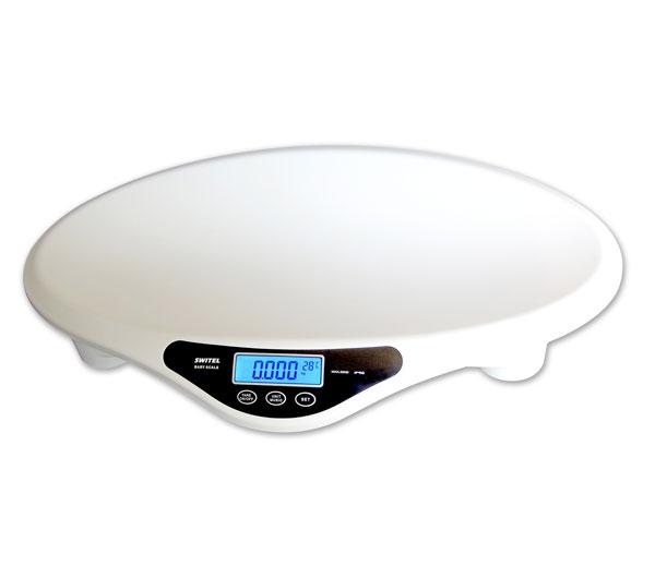 Детские весы Switel BH700BH700Детские весы Switel BH700 изготовлены из высококачественных, безопасных материалов и оснащены всеми необходимыми функциями, которые обеспечивают непревзойденное удобство во время взвешивания младенца.  Особенности: Весы оснащены LCD-дисплеем с подсветкой, на котором удобно отображается результат взвешивания малыша. Кроме того, вы можете посмотреть результаты нескольких последних взвешиваний, весы оснащены функцией памяти, поэтому вы всегда будете в курсе изменений веса ребенка.  Специальная функция взвешивания «без пеленки» (Tare), которая управляется легким нажатием на специальную кнопку, позволяет взвесить ребенка без учета покрывала или пеленки. Благодаря этой замечательной функции взвешивание становится еще более комфортным для крохи.  В детские весы встроен термометр, температура в детской комнате отображается на дисплее.  Функция термометра помогает определить, не будет ли малышу холодно, лежа на весах. Музыкальная функция, которой оснащены детские весы Switel BH770, позволяет отвлечь малыша во время взвешивания и в то же время является оповещением для родителей. Весы проигрывают 35 мелодий, которые можно проигрывать по усмотрению родителей, так что взвешивание станет забавным непринужденным занятием. Кроме того, в детских весах Switel предусмотрены несколько видов предупреждений родителей: индикация неустойчивого положения; индикация низкого заряда батареи и индикация перегрузки. Детские электронные весы Switel BH770 работают от четырех обычных пальчиковых батареек. Шаг измерения составляет 5 грамм, точность измерения +-5 грамм.  Максимально допустимый вес 20 кг, минимальный 100 гр.  Предусмотрено автоматическое выключение весов.  В комплекте с детскими электронными весами поставляется лента для измерения роста ребенка (150 см.), которая будет всегда находится под рукой и удобно расположена в специальном отсеке внутри корпуса.<br>
