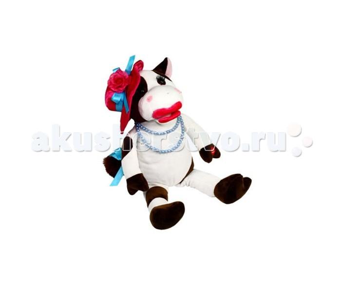 Интерактивная игрушка Ваш подарок Поющая Корова БессамумучаПоющая Корова БессамумучаВаш подарок Интерактивная игрушка Поющая Корова Бессамумуча  Дети просто обожают игрушки, особенно необычные! Если новая игрушка станет не только надежным партнером для веселых игр, но еще и сможет спеть песенку или станцевать, восторгу ребенка не будет предела! А некоторые игрушки смогут порадовать даже взрослых людей. Поющая игрушка Корова Бессамумуча от компании «Музыкальные подарки» станет отличным подарком как ребенку, так и взрослому человеку. Эта солидная корова ярко накрасила губы, повязала на хвост бант, а на голову водрузила ярко-красную шляпу. Не иначе, на концерт собралась! Так оно и есть, причем наша Коровка сама будет там выступать, исполняя знаменитую песню «B&#233;same Mucho»! Превосходный способ начать знакомство ребенка с бессмертной музыкой или просто поднять ему настроение. Коровка не только поет, но еще и двигает губами и смешно покачивается в такт. Игрушка сделана из полиэстера, искусственного меха и пластика.  Питанием служат 3 «пальчиковые» батарейки.<br>