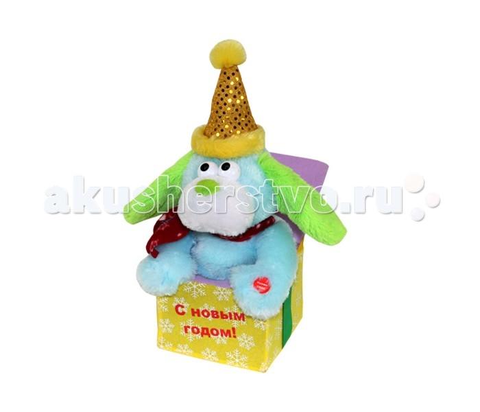 Мягкая игрушка Ваш подарок Поющий Ушастый СюрпризПоющий Ушастый СюрпризВаш подарок Интерактивная игрушка Поющий Ушастый Сюрприз   Поющая игрушка «Ушастый сюрприз» весело поет Новогоднюю песню ансамбля «Чё те надо!». А во время исполнения покачивает головой в разные стороны и поднимает и опускает уши в такт мелодии! Игрушка оформлена в виде собачки, которая сидит в подарочной коробочке в праздничном колпаке с блестками.  Собачка имеет ярко голубой цвет и сочные зеленые ушки, а на шее у неё красный шарфик. Яркие оттенки игрушки привлекут внимание вашего малыша.  Собачка станет отличным подарком как ребёнку, так и взрослому с чувством юмора! Развеселите ваших коллег в офисе и вы сами прекрасно проведете время!       Высота игрушки: 17 см<br>