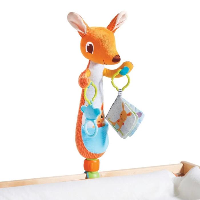 Подвесная игрушка Tiny Love КенгуруКенгуруTiny Love Подвесная игрушка Кенгуру  2 в 1! Это и удобный держатель на кроватку для игршек-подвесок, и большая мягкая игрушка. Универсальную клипсу-держатель можно снять. В комплект входит 2 съемные подвесные игрушки: мягкое кольцо-прорезователь и книжка-шуршалка.<br>