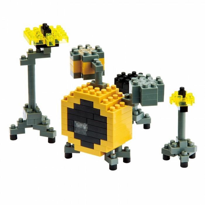 Конструктор Nanoblock Барабаны 170 элементовБарабаны 170 элементовNanoblock Барабаны 170 элементов  Микро-конструктор NanoBlock (Япония) - самый маленький в мире конструктор, крайне необычный, как все японское. Высокоточные трехмерные модели из деталей подобных Лего, но предельно уменьшенных в размерах, стали хитом в Японии и буквально произвели фурор в Америке, Европе, Азии и Австралии.   Самая маленькая деталь конструктора - 4 мм х 4 мм, а классический прямоугольный элемент 2-на-4 точки имеет размер 8 мм х 16 мм и 5 мм высотой. Запатентованный дизайн деталей и высочайшее качество пластика обеспечивают надежное соединение даже при таких небольших размерах. Нано-размер деталей позволяет добиться невероятной реалистичности у собранных конструкций.   В результате получаются небольшие по масштабу объекты невиданной точности.Конструктор продается в пакете или коробочке с заданным количеством деталей, необходимых для сборки объекта указанного на упаковке.Сборка одного объекта в среднем занимает от 10 минут до нескольких часов.<br>