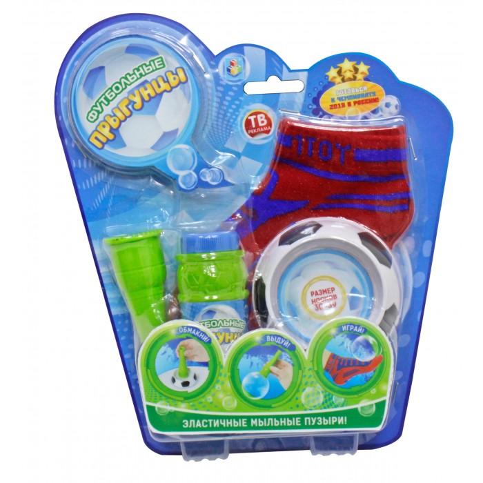 1 Toy Футбольные Прыгунцы 80 млФутбольные Прыгунцы 80 мл1toy Футбольные Прыгунцы, эластичные мыльные пузыри, 2 носка, размер носков 30 - 39, рожок, лоток, 80 мл раствор  Футбольные мыльные Прыгунцы - эластичные пузыри, с которыми весело играть и чеканить ногой как настоящим футбольным мячом!   Благодаря волшебной мыльной жидкости и носкам мыльные пузыри не лопаются от прикосновения. Играть Мыльными Прыгунцами можно как дома, так и на улице в безветренную погоду!<br>