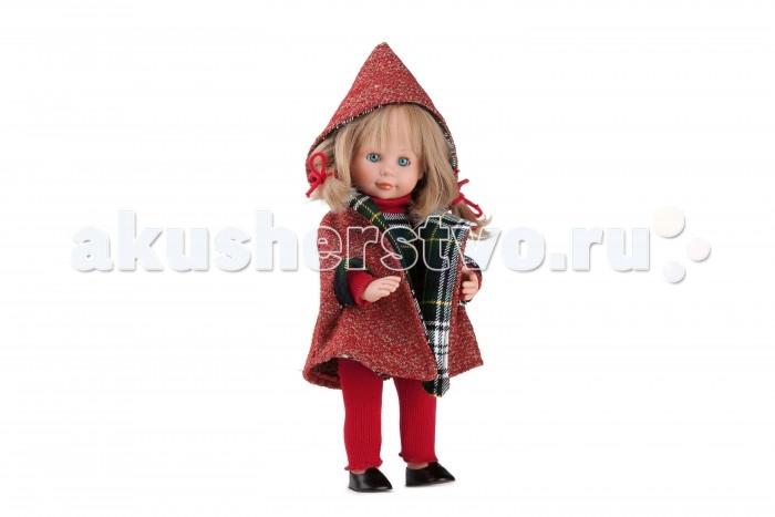 Dnenes/Carmen Gonzalez Кукла Мариэтта в красном макинтоше 34 смКукла Мариэтта в красном макинтоше 34 смКукла Мариэтта в красном макинтоше - очаровательная кукла-девочка испанского производителя в модном наряде.  Девочка одета в теплое клетчатое платье, красный макинтош с капюшоном и красные вязаные брючки. Длинные рукава и воротничок-стоечка платья выполнены из красного трикотажа. Макинтош с капюшоном выполнен из красного букле, а подкладка из той же ткани, что и платье. Теплые брючки из красного трикотажа гармонируют со всем нарядом. На ножках обуты аккуратные черные туфельки.  Густые и пышные волосы заплетены в косы и подхвачены красными трикотажными шнурками. Волосы светлые, хорошо прошитые. Глаза бирюзовые, стеклянные, обрамлены ресничками, закрываются.   Кукла не имеет запаха и обладает приятным тактильным эффектом. Кукла Carmen Gonzalez продается в красивой подарочной коробке с прозрачным окошком.<br>