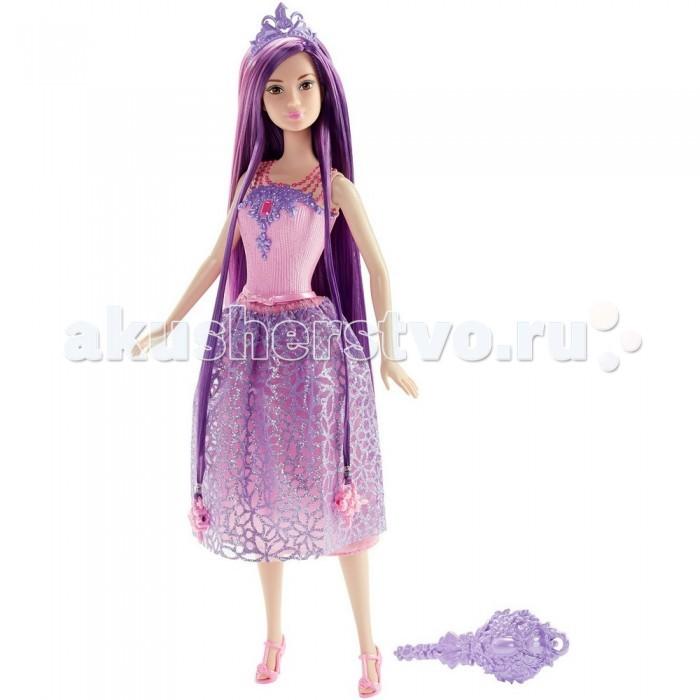 Barbie Кукла-принцесса Барби с длинными фиолетовыми волосамиКукла-принцесса Барби с длинными фиолетовыми волосамиКукла Барби с длинными фиолетовыми волосам – просто красавица! Ее длинные фиолетовые волосы с розовыми прядями отлично подходят к нарядному розово-фиолетовому платью.   Волосы можно расчесывать с помощью щетки, входящей в комплект. Розовый пластиковый топ платья на груди вдоль декольте украшен красивыми фиолетовыми узорами, а лямки выполнены в виде бусинок. Двойная юбка имеет розовый нижний слой, а верхний сшит из полупрозрачной блестящей ткани фиолетового цвета с различными узорами.   На ногах Барби обуты стильные розовые босоножки на высоких каблуках. Также в комплект с куклой идет фиолетовая тиара и две заколки.   Голова куклы поворачивается, руки и ноги можно поднимать и опускать.   Высота куклы: 30 сантиметров.   Игрушка продается в красочной блистерной упаковке.<br>