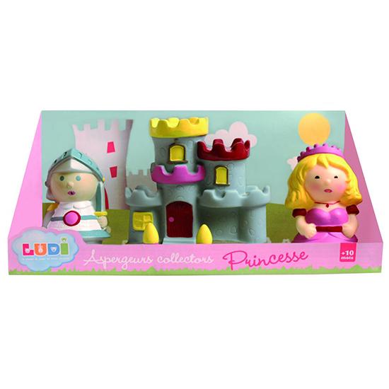 Ludi Набор для ванны ПринцессаНабор для ванны ПринцессаНабор для ванны Ludi Принцесса  Вашей маленькой дочке обязательно понравится набор Принцесса. Игрушки-брызгалки выполнены из мягкого, яркого пластика. С Принцессой купание для ребенка превратится в веселую игру.  Игрушки плавают в воде вместе с малышом, но стоит только нажать, как они тут же выпускают струю воды, чем приводят в восторг маленького ребёнка.  Игра в воде развивает моторику рук ребенка, ловкость и координацию движений.  В комплекте: 2 игрушки и замок.  Размер: 23х9х10 см.<br>