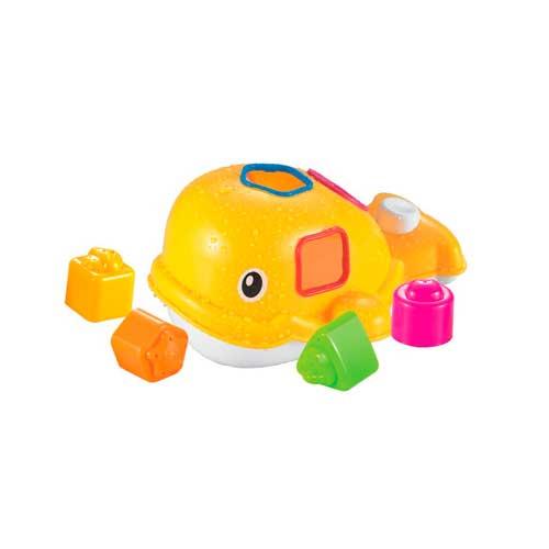 Ludi Набор для ванны КитНабор для ванны КитНабор для ванны Ludi Кит - отличный и увлекательный игровой набор для детей.  Кит - это игрушка-сортер, которую можно использовать в воде и на суше.  При нажатии на кнопку на хвосте кита, он будет пускать фонтанчики.  Набор несет не только игровую, но и развивающую функцию. Малыш знакомится с цветами, учится различать форму, фигуры и цвет.  В комплекте: 5 игрушек.  Размер игрушки: 13 х 23 х 12 см. Размер упаковки: 18 х 27 х 21 см.<br>