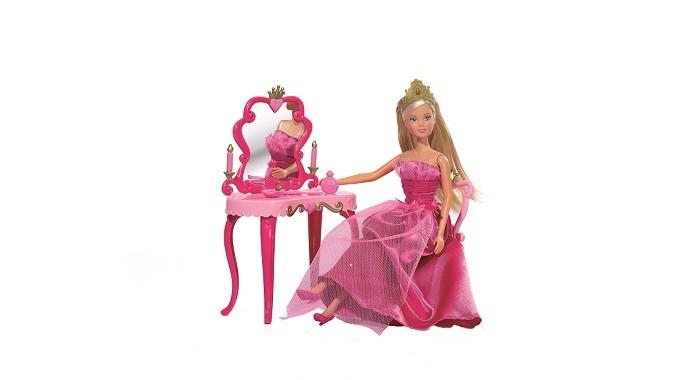 Simba Кукла Штеффи принцесса со столикомКукла Штеффи принцесса со столикомSimba Кукла Штеффи принцесса со столиком 5733197  Игровой набор Кукла Штеффи и столик с аксессуарами позволит девочке придумать и воссоздать множество красивых сценок из жизни принцессы. Кукла Штеффи выглядит очень привлекательно. Помимо пышного платья, у нее есть золотистая диадема, которая украшает голову и прическу. В набор также входит изящный столик с изогнутыми ножками и зеркало в красивой раме.   Мебель этого набора выполнена в королевском стиле барокко, основу которого составляет мастерское использование завитков и плавных изогнутых линей. На столе находится множество аксессуаров и косметических принадлежностей. Благодаря этому набору девочка сможет поухаживать за маленькой принцессой, наслаждаясь увлекательным процессом игры.  Размер игрушки: 29 см.<br>