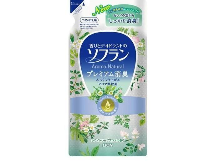 Lion Кондиционер для белья аромат свежести 480 млКондиционер для белья аромат свежести 480 млSoflan - смягчающее средство, которое содержит дезодорирующий состав на основе натуральных ароматических масел, обладающий ароматом, остающимся на белье в течение долгого времени. Ликвидирует неприятные запахи, такие как запах пота, табака и другие. Обладает антисептическим эффектом. Частицы размягчающего состава проникают глубоко в ткань, смягчают волокна тканей, устраняют статическое электричество и облегчают процесс глажения. Предотвращает появление катышков и поднятие ворса ткани, а также предотвращает появление дефектов на ней.   Способ применения: Залейте данное средство в отверстие для автоматической подачи смягчителя (вспомогательного средства), прокрутите 2-3 минуты, а затем слейте.   Внимание: Не используйте для иных целей кроме указанных. Не допускайте попадания в руки детей. При попадании в глаза незамедлительно промойте их водой.   Состав: поверхностно-активные вещества (соль диалкиламмония сложноэфирного типа), ароматические масла, антисептические компоненты растительного происхождения, стабилизатор.<br>