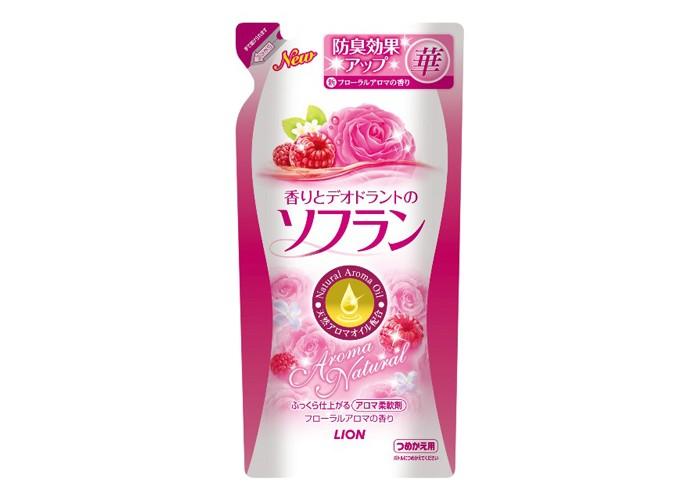 Lion Кондиционер для белья с цветочным ароматом 500 млКондиционер для белья с цветочным ароматом 500 млSoflan - смягчающее средство, которое содержит дезодорирующий состав на основе натуральных ароматических масел, обладающий ароматом, остающимся на белье в течение долгого времени. Ликвидирует неприятные запахи, такие как запах пота, табака и другие. Обладает антисептическим эффектом. Частицы размягчающего состава проникают глубоко в ткань, смягчают волокна тканей, устраняют статическое электричество и облегчают процесс глажения. Предотвращает появление катышков и поднятие ворса ткани, а также предотвращает появление дефектов на ней.   Способ применения: Залейте данное средство в отверстие для автоматической подачи смягчителя (вспомогательного средства), прокрутите 2-3 минуты, а затем слейте.   Внимание: Не используйте для иных целей кроме указанных. Не допускайте попадания в руки детей. При попадании в глаза незамедлительно промойте их водой.   Состав: поверхностно-активные вещества (соль диалкиламмония сложноэфирного типа), ароматические масла, антисептические компоненты растительного происхождения, стабилизатор.<br>