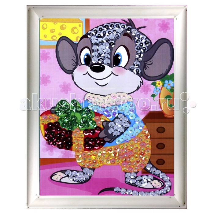 Азбука Тойз Картина из пайеток МышкаКартина из пайеток МышкаАзбука тойс Картина из пайеток Мышка - очень увлекательное занятие. Ребенок с удовольствием создаст яркую картинку с изображением мышонка. Пайетки прикрепляются к пенопластовой основе, на которой уже нарисована цветная схема, при помощи специальных гвоздиков. Блестящую картинку можно преподнести в качестве подарка лучшему другу или же украсить детскую комнату собственным произведением искусства.  В состав набора входит: пенопластовая основа цветная схема сборная рамка пайетки пины-гвоздики<br>
