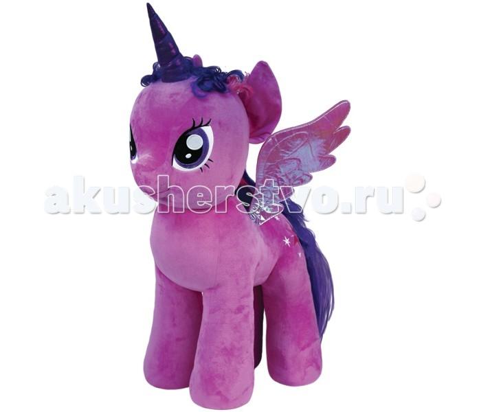 Мягкая игрушка My Little Pony Пони Twilight Sparkle 76 смПони Twilight Sparkle 76 смПони Twilight Sparkle 76 см - очаровательная мягкая игрушка из новой коллекции My little Pony. Ваш ребенок непременно подружиться с веселой и задорной пони. Игрушка мягкая и приятная на ощупь, большие красивые глаза и знак отличия вышиты, грива выполнена из искусственных волос.  Принцесса Твайлайт Спаркл — одна из принцесс страны Эквестрии. Она — главная героиня мультсериала «Мои маленькие пони», которая прошла чудесный путь превращения из единорога в аликорна. Принцесса отличается большой любовью к учебе, очень много читает и славится своим умом и прилежанием.  Пони Twilight Sparkle 76 см станет не просто игрушкой, но и милым дополнением к декору любой детской комнаты.  Из чего сделана игрушка (состав): ткань, пластик, искусственный мех, синтепон. Высота игрушки: 76 см. Вес: 3.5 кг.<br>