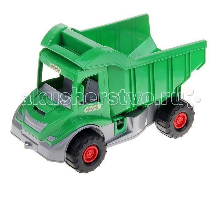 Wader Грузовик Multi Truck ФермерГрузовик Multi Truck ФермерWader Грузовик Multi Truck Фермер  Этот грузовик имеет большой откидывающийся кузов, в который можно загрузить немало мелких игрушек, песка, снега или другого нужного для игры груза. У грузовика достаточно вместительная кабина, и хоть двери не открываются, через широкое окно в нее можно посадить подходящую по размеру игрушку. На переднем бампере грузовика есть ушко, к которому ребенок сможет привязать веревочку для буксировки.  Внимание! Цветовое исполнение игрушки варьируется и может отличаться от представленного на фото.  Возраст: от 3 лет Размер игрушки: 38 x 20 x 23.5 см<br>