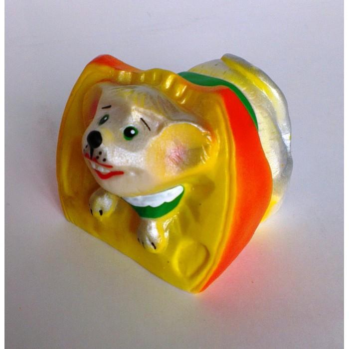 Воронежская игрушка Игрушка для ванны Мышка-лакомка 6.5 смИгрушка для ванны Мышка-лакомка 6.5 смВоронежская игрушка Игрушка для ванны Мышка-лакомка 6.5 см обязательно понравится малышам.  Особенности: Игрушку можно брать с собой на прогулку, купаться с ней, а можно просто играть, придумывая разные интересные сюжеты.  Игрушка изготовлена из качественной долговечной резины и окрашена безопасными для ребенка красками. Развивают координацию движений.  Знакомит малыша с окружающим миром.  Мягкая на ощупь.<br>