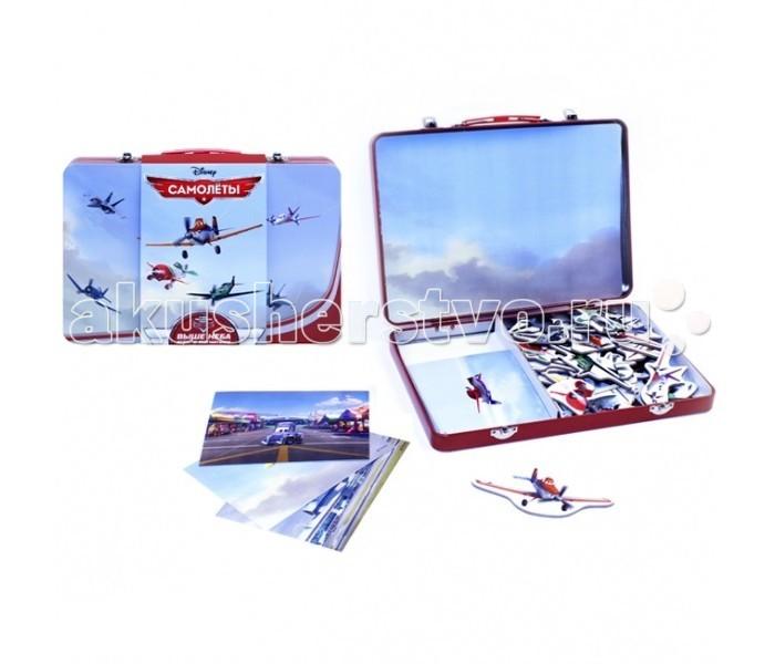 Disney Умный чемоданчик самолётыУмный чемоданчик самолётыИграйте с Умным чемоданчиком дома и в дороге - чемоданчик с магнитами очень удобно брать с собой в путешествия, магнитами можно играть как в чемоданчике так и на любой металлической поверхности! Металлический чемоданчик с магнитными карточками оригинальный, яркий конструктор для развития и обучения ребенка.   В наборе: - красочный металлический чемоданчик с ручкой — с ним весело и удобно играть; - 44 ярких магнита; - 7 разнообразных фонов для игры; - 12 карточек с заданиями на логику, внимательность, и знание любимых мультфильмов Disney.  Варианты игр с магнитами:  1. Откройте чемоданчик, выберите фон для игры, расположите фон внутри чемодана. 2. Найдите карточку, на которой нарисован этот же фон с героями и предметами. 3. Найдите нужные магниты и поместите их на фоне так, как показано на карточке. 4. Выполните задания с обратной стороны карточки – это сделает игру ещё веселее и полезнее.<br>