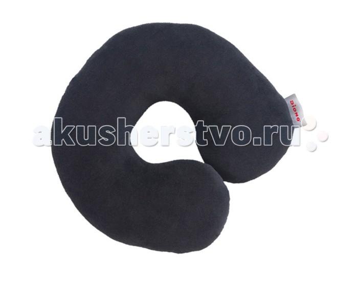 Diono Подушка для путешествий Travel PillowПодушка для путешествий Travel PillowПодушка для путешествий Diono Travel Pillow – незаменимая вещь в путешествии! Удобно обхватывает шею ребенка и поддерживает голову. Дает дополнительный комфорт при поездке по неровной дороге. Анатомическая форма.  Материал: микрофлис - очень мягкая и приятная ткань, экологически чистая и гипоаллергенная, можно стирать в стиральной машине.  Вес, кг: 0,2  Размеры: 20x20x10 см<br>