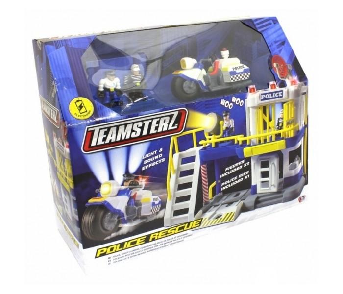 HTI Полицейский участок TeamsterzПолицейский участок TeamsterzПолиция Teamsterz на страже города. Плохой парень пойман и заперт в камере в полицейском участке. Если он попытается сбежать и откроет двери камеры, сработает сирена и световая сигнализация, а прожектор осветит окрестности.   Мощный полицейский мотоцикл всегда поможет догнать преступника. Полицейская станция содержит комнату дознания, съёмную лестницу второго этажа, поворотную спутниковую антенну, комнату с пультом управления и гараж для мотоцикла.   Полицейский участок. Со световыми и звуковыми эффектами.  В комплект входит: полицейский участок, полицейский мотоцикл и 2 фигурки.  Работает от 3-х батареек типа ААА (В комплект не входят).  Изготовлено из полимерного материала с элементами из металла.<br>