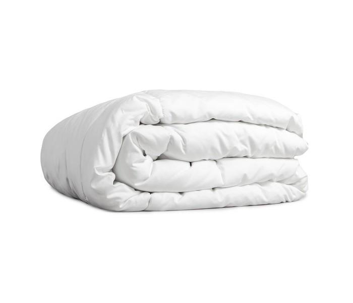 Одеяло Giovanni Всесезонное Comforter Комфортер 110 х 140Всесезонное Comforter Комфортер 110 х 140Giovanni Одеяло всесезонное Comforter Комфортер 110 х 140 изготовлено специально для младенцев. Под этим всесезонным универсальным одеялом вашему ребенку будет комфортно в любое время года и при любой погоде.   Оно изготовлено из 100% хлопка с наполнением холлофайбер. Гипоаллергенный синтетический холлофайбер не сбивается в комки, прекрасно испаряет влагу и согревает даже в достаточно сильный мороз зимой.<br>