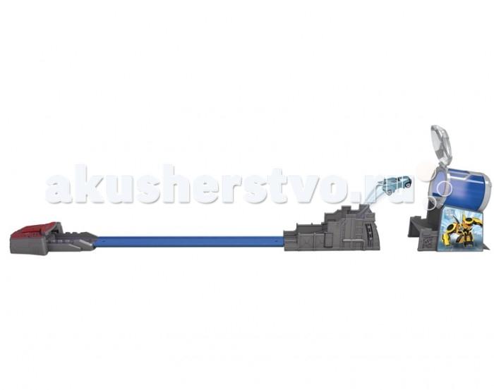 Dickie Трансформеры Трек с ловушкой + 1 машинка Steel Jaw 7 смТрансформеры Трек с ловушкой + 1 машинка Steel Jaw 7 смDickie Трансформеры Трек с ловушкой + 1 машинка Steel Jaw 7 см   В этом наборе представлен длинный трек, по которому можно запустить яркую машинку, которая очень похожа на отрицательного персонажа мультфильма «Роботы под прикрытием». Именно поэтому в конце пути его будет ждать ловушка, и ребёнок с ее помощью также сможет взять игрушку с собой на прогулку.  Особенности: Яркая машинка из этого набора напоминает одного из персонажей популярного детского мультсериала «Роботы под прикрытием» - трансформера Стилджо. В этот раз он предстает в образе гоночного автомобиля в характерном для героя сером цвете. Машинка дополнена вращающимися колесами, диски которых украшены символикой трансформеров. Героя необходимо разместить на специальном треке, а потом нажать на кнопку, чтобы придать ему ускорение, и он начал быстро ехать вперед. Но впереди Стилджо ждет ловушка, в которую он попадёт, и ее крышка захлопнется. Ловушку можно использовать как атрибут для хранения машинки, разместив ее на ремне с помощью специального крепления на корпусе. Машинка станет главным действующим лицом увлекательной игры по сюжету мультфильма или дети смогут придумать новую историю, проявив свою фантазию. Составляющие набора выполнены из высококачественного пластика и металла с повышенной прочностью, чтобы избежать повреждений и деформаций при ударах и падениях игрушки.<br>