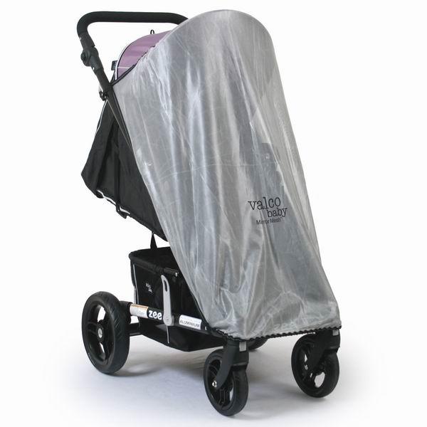Москитная сетка Valco baby для колясок Zeeдля колясок ZeeМоскитная сетка Valco Baby не только помогает защитить Вашего малыша от комаров и других насекомых, но и от ярких солнечных лучей.   Просто накройте верхней частью сетки передний край капора, зацепите крючки за D - образные кольца с боков коляски и закрепите за передний край подножки.<br>