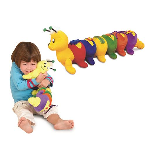 Мягкая игрушка Edushape Красочная гусеница 581001Красочная гусеница 581001Развивающая Красочная гусеница – это веселая гусеница, выполненная из ткани различных цветов.   При помощи этой игрушки ребенок научится самостоятельно одеваться играючи. А все дело в том, что на теле разноцветной гусеницы расположено множество застежек, пряжек, молний, кнопок и узелков, которые малыш должен застегнуть, расстегнуть или отстегнуть, после чего аккуратно уложить их в шесть карманов, которые расположены на спинке у гусеницы.  Эта удивительная игрушка не только развивает мелкую моторику маленьких ручек, но и учит правильно различать цвета. К тому же эта игра требует от ребенка усидчивости, аккуратности и сосредоточения внимания.  Материал: текстиль. Размер упаковки: 58 х 14 х 20 см.<br>