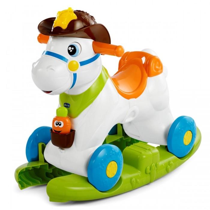 Качалка Chicco Лошадка Baby RodeoЛошадка Baby RodeoЛошадка Baby Rodeo - первая лошадка-качалка, с которой можно играть, как с настоящим животным! Как же здорово с ней играть! Посмотри на ее мордочку: она так счастлива! Когда малыш гладит лошадку, она двигает глазками, а когда кроха кормит её морковкой- весело ржет.   1. Основание для раскачивания лошадки устанавливается на горизонтальной плоской поверхности, на основании фиксируется лошадка. Игрушка выполняет функцию качалки. Вес ребенка: до 13 кг. 2. По мере роста малыша основание убирается, лошадка становится каталкой на колесиках. Вес ребенка: до 25 кг. 3. Лошадка может выполнять скачкообразные движения: с помощью переключателя выбирается режим в зависимости от веса ребенка. Имеются 3 регулируемых положения: до 13 кг, от 13 до 16 кг, от 16 кг  Размер каталки-качалки Chicco «Лошадка Родео»: 54х38х45 см  Для работы игрушки необходимо приобрести 3 батарейки типа АА, в комплект не входят<br>