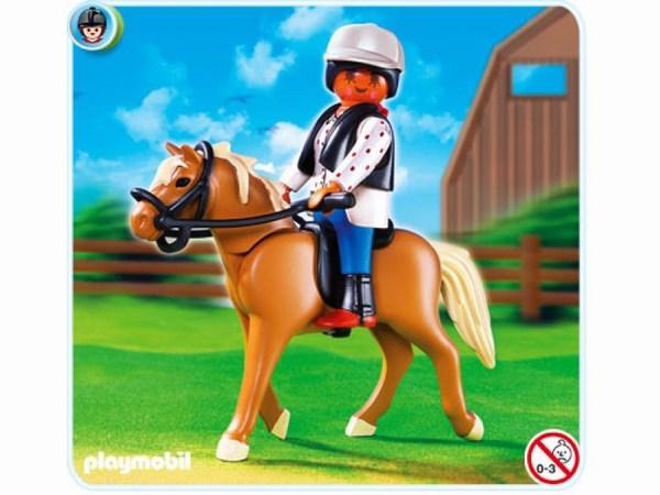 Конструктор Playmobil Конный клуб: Лошадь Хафлингер со стойломКонный клуб: Лошадь Хафлингер со стойломПорода, получившая своё рождение в Альпах, на севере современной Италии.   Идеально подходит для фермерских работ и для семейного отдыха.   Очень неприхотлива и может взбираться вверх по крутым горным склонам.   В комплекте Плеймобиль фигурка лошадки Хафлингер, человечек (высота 7,5 см), а также стойло открытого типа, кормушка, вилы, продукты питания для животного.<br>