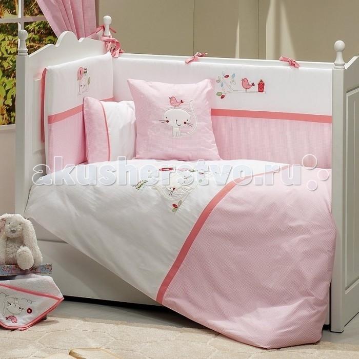 Комплект в кроватку Fiorellino Tweet Home 120x60 (5 предметов)Tweet Home 120x60 (5 предметов)Выполненная в нежных розовых и коралловых тонах коллекция Fiorellino Tweet Home прекрасно подойдёт для комнаты новорождённой девочки. Предметы коллекции украшают вышивки с забавными птичками и котиками, которые в сочетании с общей цветовой гаммой создают в детской светлую и радостную атмосферу.   В комплекте: одеяло 100х130 см пододеяльник 100х130 см простынь на резинке 60х120 см наволочка 40х60 см бампер по периметру кроватки  Особенности комплекта: натуральный хлопок искусный декор нежные гипоаллергенные ткани не будут раздражать даже самую чувствительную детскую кожу мягкие бортики для кровати подарят малышу ещё больше уюта удобные ленты-завязочки одеяло и бортики: современный и практичный наполнитель полиэстер съёмные чехлы бортиков можно стирать при температуре 30°С в бережном режиме<br>