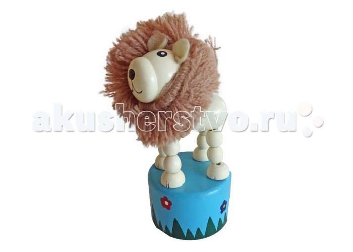 Деревянная игрушка Mapacha Танцующий лев с гривойТанцующий лев с гривойДеревянная игрушка Mapacha Танцующий лев с гривой несомненно понравится Вашему малышу. Если нажать пальцем на кнопку снизу, то лев начнет танцевать - двигаться, наклоняясь в разные стороны.  Игрушка развивает воображение, координацию движений и мелкую моторику рук. Изготовлена из натурального дерева. Высота игрушки: 10 см<br>