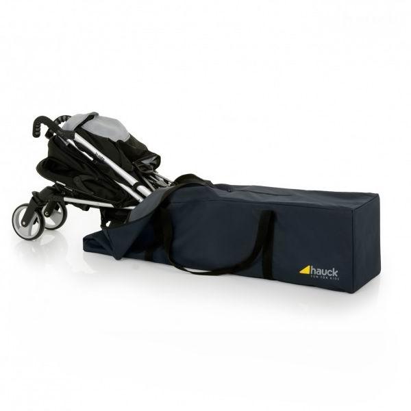 Hauck Чехол для перевозки коляски-трости Bag meЧехол для перевозки коляски-трости Bag meУниверсальная дорожная сумка для коляски.   На самолете, в автомобиле или на корабле или поезде - с этой большой сумкой ваша коляска всегда будет надежно упакована и идеально защищена от повреждения.  Прочный, износоустойчивый материал.  Длина: 115 см Ширина: 31 см Высота: 31 см<br>