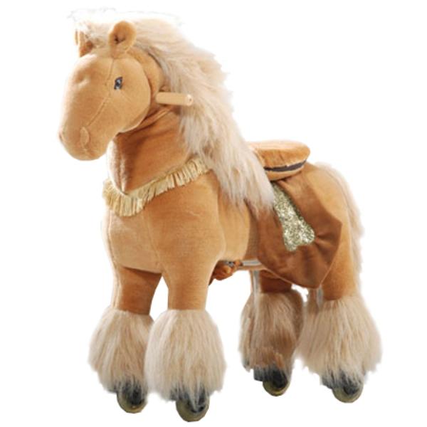 Каталка Ponycycle Королевская лошадка малая 3043Королевская лошадка малая 3043Каталка Ponycycle Королевская лошадка малая озвученная - это детская механическая лошадка, уникальная игрушка для верховой езды, которая позволяет малышу ощутить себя настоящим наездником.   Чтобы привести лошадку в действие Вам не понадобятся батарейки или аккумуляторы, движение происходит механически. Для этого ребенку нужно сесть в седло, лицом вперед, держась руками за деревянные ручки на голове поницикла, надавить на педали-стремена и немного привстать, седло поднимется вверх, затем наездник сгибает колени и седло опускается вниз. Полная имитация верховой езды.  Чем активнее ребенок будет садиться, и привставать в седле, тем резвее будет скакать его лошадка. Ваш малыш получит ни с чем несравнимое ощущение настоящей верховой езды. При этом лошадка не перегружает опорно-двигательный аппарат ребенка, это можно сказать – первый тренажер при игре с которым у ребенка развиваются основные группы мышц. Езда на лошадке положительно влияет на осанку, что немаловажно для дошкольников и школьников младших классов.  Конструкция и материалы: Каркас игрушки изготовлен из высокопрочной стали, рычажно-шарнирный механизм сбалансирован и устойчив, корпус выполнен из пенопласта Ножки игрушки оснащены полиуретановыми колесами, диаметром 80 мм, едут плавно и бесшумно В механизме колес имеется противооткатная защита Экстерьер повторяет внешний вид животного Меховая одежка выполнена из мягкого, гипоаллергенного материала Срок службы 1 год  Важная информация: Всадник обязательно должен сидеть в седле, а не на корпусе поницикла Одновременно кататься на поницикле может только один всадник Поницикл двигается только вперед. Не пытайтесь двигать его назад, так можно повредить колеса Никогда не просовывайте руки между сиденьем седла и корпусом поницикла Хранить поницикл нужно в вертикальном положении, в сухом, проветриваемом помещении От 2-х до 5-и лет  Обслуживание: При необходимости шкурка легко чистится, с помощ