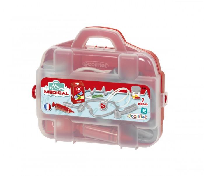 Ecoiffier Набор доктора в чемоданчикеНабор доктора в чемоданчикеSmoby Набор доктора в чемоданчике для сюжетно-ролевых игр станет отличным и не забываемым подарком. Отличительная особенность игровых наборов от Simba - их максимальная реалистичность при изготовлении. Все, даже самые мелкие инструменты изготовлены точь-в-точь как настоящие: шприц для уколов, упаковка с пластырями, таблетки и статоскоп. Все детали упакованы в удобный чемоданчик с ручкой для переноски. С таким набором от Smoby поставить диагноз и вылечить любую куклу будет очень просто и интересно.    Особенности: большой комплект аксессуаров максимальная реалистичность при изготовлении  изготовлен из высококачественного нетоксичного пластика удобный чемоданчик с ручкой для переноски  В комплекте: упаковка с пластырями шприц для уколов таблетки  статоскоп чемодан упаковка<br>