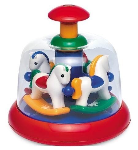 Развивающая игрушка Tolo Toys Карусель ПониКарусель ПониЧетыре симпатичные лошадки в желтом, красном, синем и зеленом нарядах вертятся под треск карусели.   Забавно нажимать на кнопку сверху игрушки и видеть, как от этого карусель с пони приходит в движение.   Занятия с этой игрушкой помогут Вашему малышу познакомиться с основными цветами и развить мелкую моторику рук и координацию движений.   Порадуйте своего непоседу этой забавной игрушкой!<br>