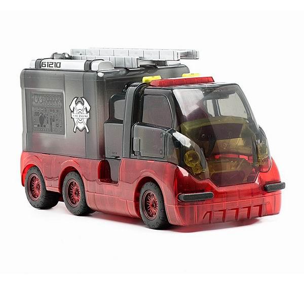 Worx Toys Пожарная машина с книжкой и пультомПожарная машина с книжкой и пультомПожарная машина с книжкой и пультом Worx Toys  Особенности пожарной машины с пультом Worx Toys:  возможность познакомиться с 18 частями машины и узнать, как они работают (сирена, лестница, тормоза, пожарный шланг, коробка передач, приборы, радиатор, подвеска, двигатель, выхлопная система) пульт управления, при помощи которого управляется машина вперёд, назад, влево и вправо используйте пульт, чтобы ввести код и увидеть, как работает каждая деталь шланг изготовлен из мягкой резины, что добавляет реалистичность игре лестница поднимается и опускается интерактивная приключенческая книжка в твёрдом переплёте громкость регулируется двери автомобиля открываются, колёса снимаются, что позволяет рассмотреть машину ребёнок сможет создать 3 собственные команды для работы игрушки понадобится 3 батарейки типа ААА  Все дети любят задавать вопросы о том, что как работает. Именно поэтому компания Worx Toys наладила выпуск серии игрушек, позволяющих детям заглянуть внутрь машины и узнать, как она работает, при помощи активирующихся по желанию подсветок и звуков. В идущих в комплекте с игрушками книжках объясняется, что делает та или иная деталь. Ребёнок получает знания прямо в то время, когда читает о том, как главный герой Хаули Воркс переживает множество приключений, сталкиваясь с гоночной машиной, полицейским вертолётом и пожарным автомобилем.  Все игрушки Worx Toys одновременно и развлекают, и обучают ребёнка. Каждая игрушка изготовлена из прочного яркого прозрачного пластика, позволяющего детям заглянуть внутрь машины и увидеть, как она устроена. Каждая игрушка оснащена более чем двадцатью подсветок и звуков, которые активируются путём введения кодов из забавных фигурок: кружка, квадратика, треугольника и крестика. Каждый код активирует определённую деталь машины: например, один код вызывает скрежет тормозов, другой – рёв мотора, третий – вращение и подсветку колёс, а книжка при этом объясняет, как 