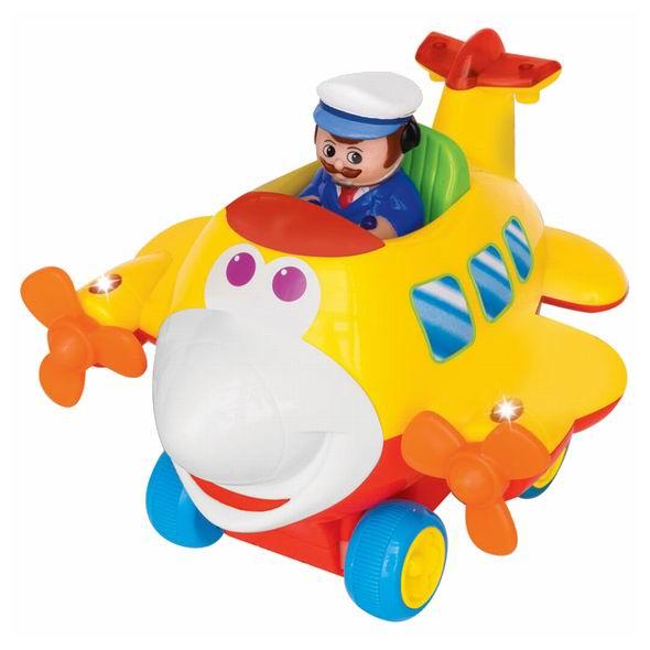 Kiddieland Забавный самолет р/уЗабавный самолет р/уРазвивающая игрушка Забавный самолет Kiddieland 041293 - радиоуправляемый самолёт.   Забавный самолет Kiddieland движется вперед, назад, поворачивает влево и вправо. Светящийся пропеллер, которые щелкает при вращении. Самолёт едет, издавая реалистичные звуки двигателя.  Пульт управления удобно помещается в детских руках. У игрушки нет острых углов, она выполнена из высококачественного гипоаллергенного пластика.  В наборе: самолет, пилот, пульт  Размер: 20 х 18 х 17 см<br>