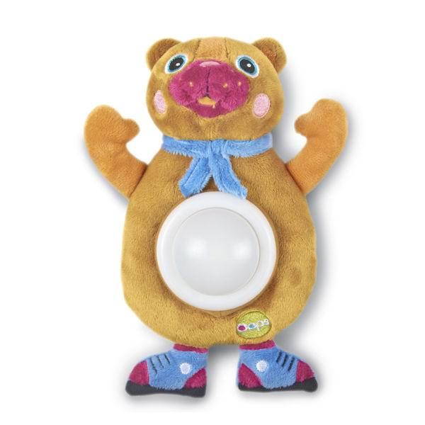 Oops Мягкая игрушка-ночник МедвежонокМягкая игрушка-ночник МедвежонокМягкая игрушка-ночник Медвежонок Oops выполнена в ярком красочном дизайне.   Игрушка в виде мишки оснащена фонариком с приятным свечением, поэтому пригодится малышу не только днем во время игр, но и ночью во время сна.  Ночник может менять цвета: от зеленого до красного, синего и желтого. Игрушка изготовлена из экологически чистых материалов, поэтому абсолютно безопасна для Вашего малыша.   С таким ночником ребенку никогда не будет скучно. Яркие цвета и элементы будут способствовать развитию цветового и слухового восприятия, тактильных ощущений, моторики и мыслительной деятельности.  Включается нажатием на животик.  Батарейки: 2 шт. типа ААА (в комплект входят демонстрационные). Размер игрушки: 21,3 x 14,5 x 7,3 см.  Швейцарская компания Oops специализируется на разработке и производстве эксклюзивных игрушек и аксессуаров для детей. Яркий, узнаваемый дизайн, разнообразие используемых высококачественных материалов, широкий спектр расцветок и размеров, безупречное качество изготовления — это слагаемые успеха торговой марки. Ассортимент товаров Oops включает в себя мягкие и деревянные игрушки, полезные аксессуары, текстиль и даже мебель для спальни. Каждая линия детской продукции, с момента зарождения, детально прорабатывается в строгом сотрудничестве с лучшими лабораториями мира, с целью создания товаров высочайшего качества.<br>